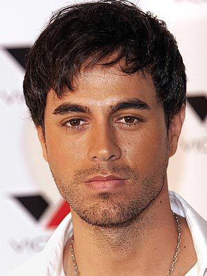Cool Enrique Iglesias Hairstyle With Bangs Picture 5