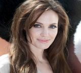 Angelina Jolie takes her daughter to Turkish refugee camps