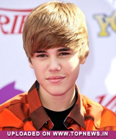 justin bieber feet pics. Justin Bieber dodged egg