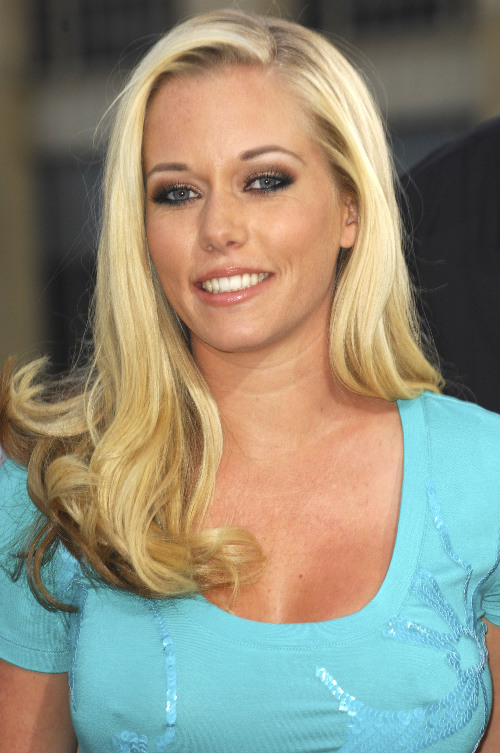 Kendra Wilkinson comforts jilted Hugh Hefner after marriage called off