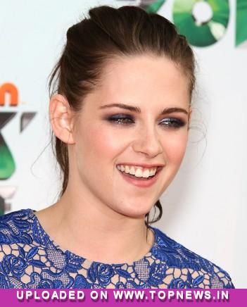 K-Stew flaunts toned belly on the red carpet