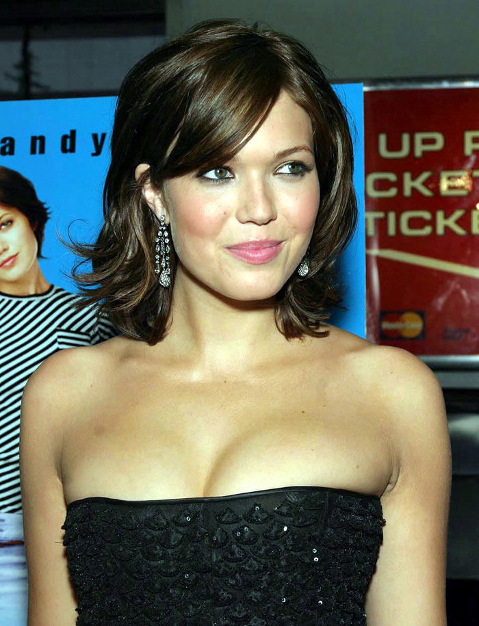 Mandy Moore handing out mosquito nets in malaria-hit West Africa