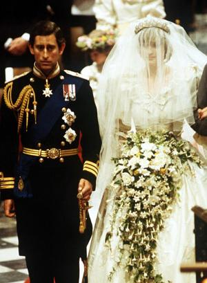 Princess Diana''s wedding dress voted the best ever