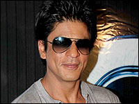 Shah Rukh offers to strip at IFFI opener