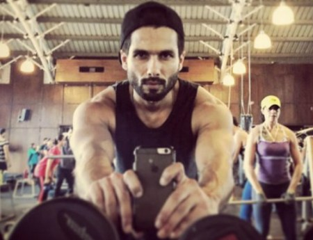Shahid Kapoor sets fitness goals with gym-snap