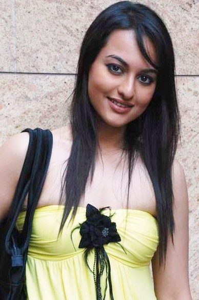 Sonakshi remains a 'bathroom singer'!