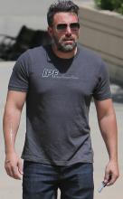 'Bloody' Ben Affleck shows off 'phoenix tattoo'