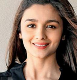 Alia relives childhood with special screening of 'Beauty and the Beast'