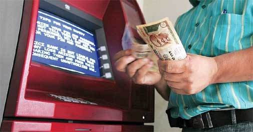 All Bangalore ATMs must have full security by Monday 4 pm: police