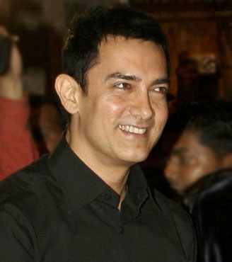 Chetan Bhagat is hungry for publicity: Aamir Khan