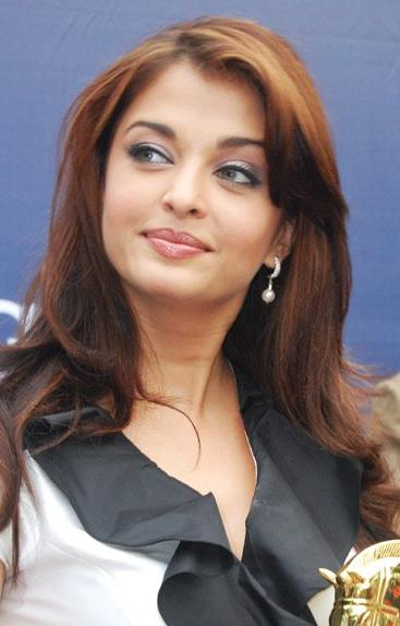 Aishwarya Rai shoots for her ensuing movie ''Ravana'' near Kolkata