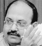 "Amar Singh lashes out at Digvijay Singh for his ""begging bowl"" remark"