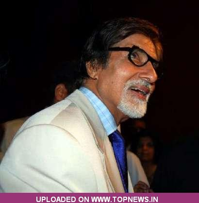 Big B praises 'Paan Singh Tomar', calls it true biopic