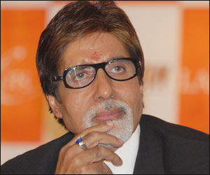 Big B visits Amar Singh at AIIMS
