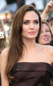 Jolie to play own mother in biopic?