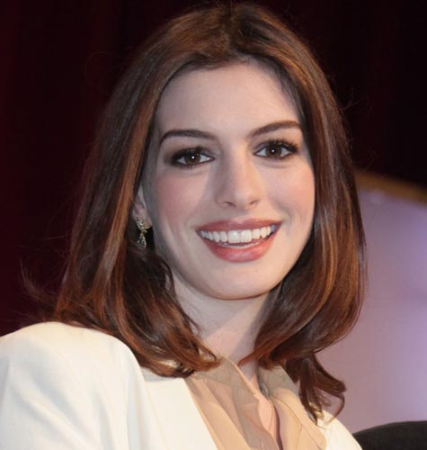 Hathaway bags best supporting actress Oscar