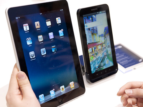 Samsung Galaxy Tablet continues to compete with Apple iPad