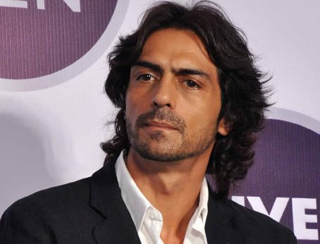 Arjun Rampal dons lungi-vest for 'D-Day'