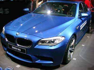 BMW halts deliveries of 2013 M5, M6 cars due to engine issue
