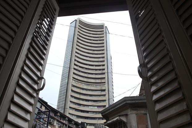 Indian Market Trades Flat on Monday; Hindalco, Bajaj Auto Among Losers
