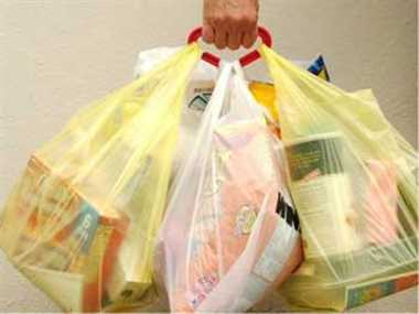 Delhi HC issues notice on plea against blanket ban on plastic bags