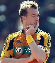 Elbow injury threatens Brett Lee''s Test return