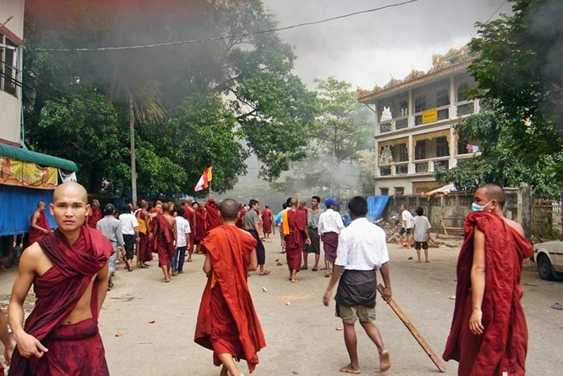 "Burmese students protest against ""illegal detention"" of their 34 countrymen"
