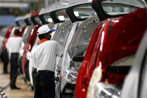 Maruti and Mahindra report rise while sector remains gloomy
