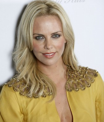 http://www.topnews.in/files/Charlize-Theron231.jpg