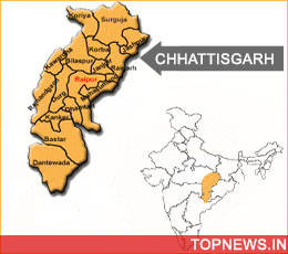 Naxals kill one policeman; injure five in Chhattisgarh