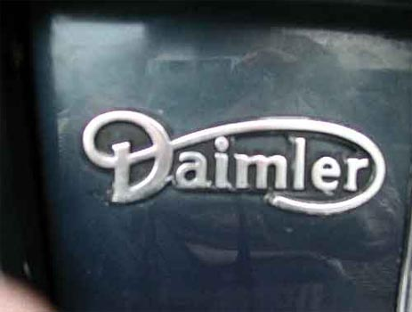 Daimler posts loss amid global car crisis