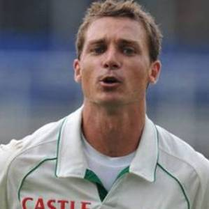 Steyn becomes third fastest bowler to pick 300 Test scalps