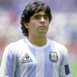 Maradona urged to stay as the coach of the team