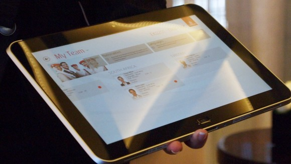 Emirates Airline to hand out Windows 8 tablets to flight crew