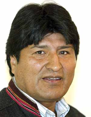 Bolivian president defends, chews coca leaf at UN drug meet