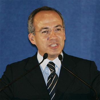 "Calderon salutes Obama's ""constructive attitude"" against drugs"
