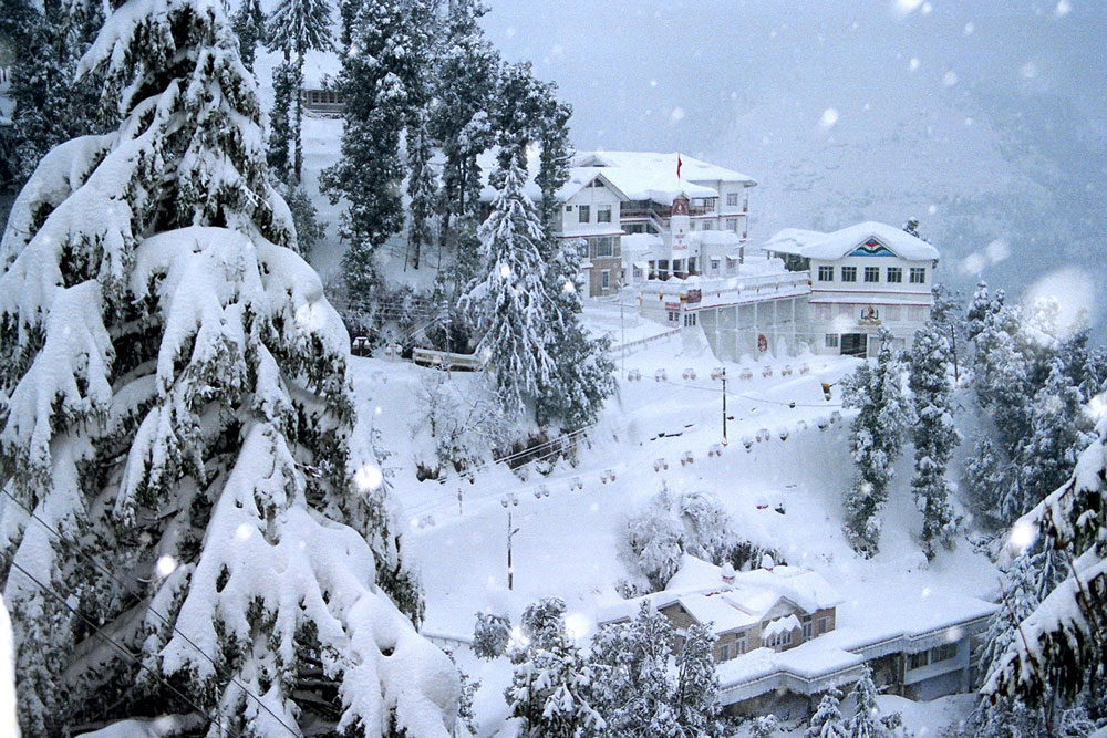 Shimla, Dec 10 : Moderate to heavy snowfall was reported across the