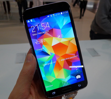 Samsung unveils Galaxy S5 in India