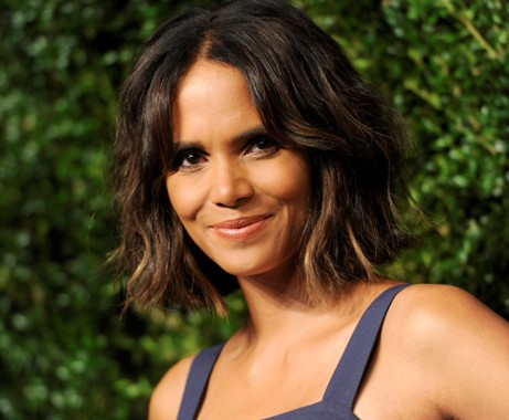 hot and sexy halle berry, hot halle berry in bikini, hot halle berry wallpapers and photos, hot halle berry boobs/breasts