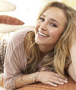 Hayden Panettiere's fans pay $50 for a photo with her at Supanova