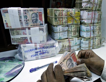 FIIs pour in Rs 13,000 cr in Indian bond market in Aug