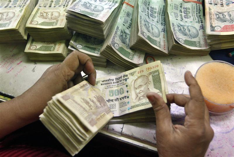 India's forex reserves down $685 mn