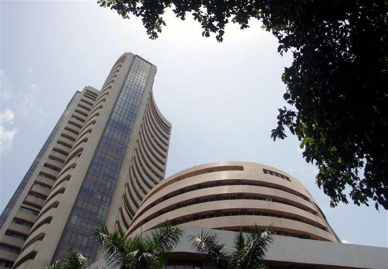 Indian Stock Market Closes Flat on Wednesday; M&M in Focus