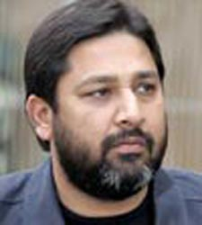 Inzamam backs embattled Yousuf, says he should continue till 2011 World Cup
