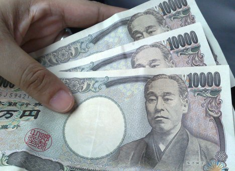 Japanese Yen falls to 101.20 to the dollar