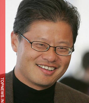 Jerry Yang to step down as Yahoo CEO