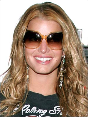 631d0362a5ef Jessica Simpson Wear Sunglasses