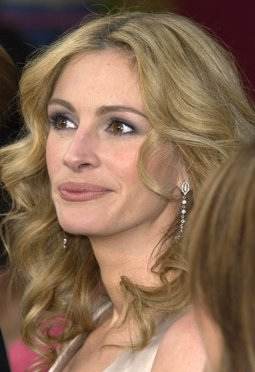 Red carpet is terrifying, says Julia Roberts