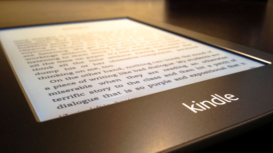 Amazon, B&N add 'lighting systems' to their newest e-readers