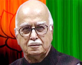 Advani questions CBI clean chit to Quattrocchi